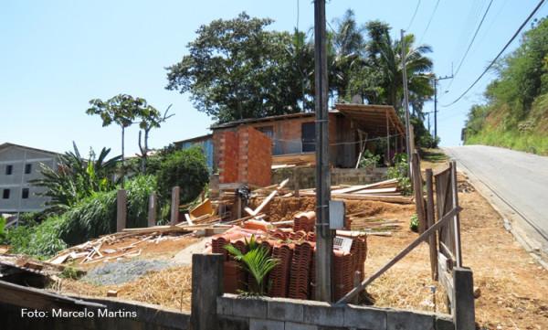 Casa invade terreno