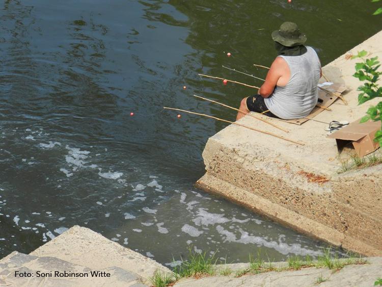 Pescadora no Barranco do Rio Itajaí