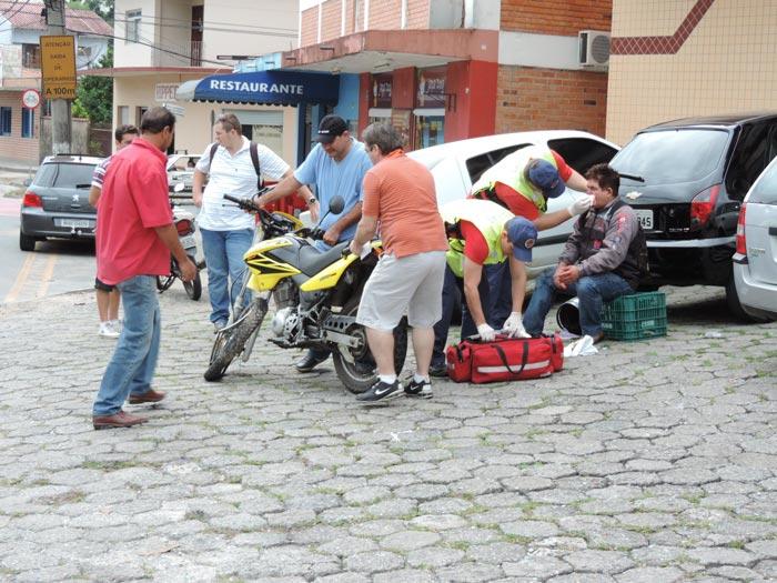 Acidente_R-Amazonas_Palio-Moto_02