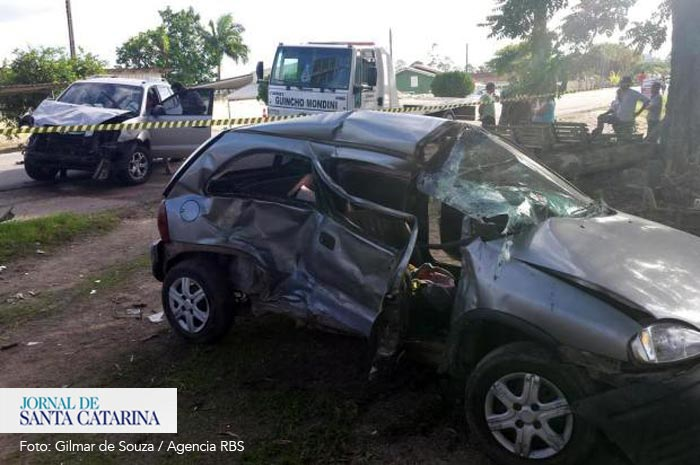 acidente-Rod-Jorge-Lacerda_27-04-14