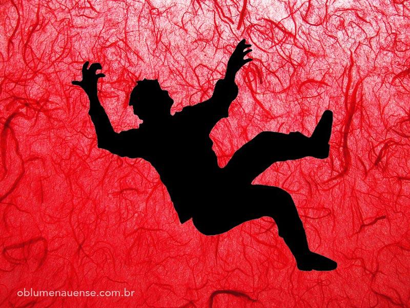 Homem-caindo