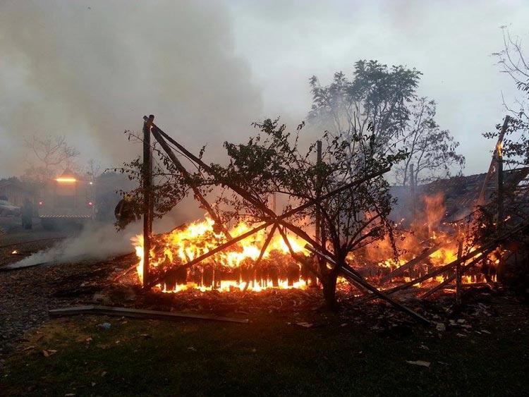 Incendio-casa_Pouso-Redondo_23.5.14_02