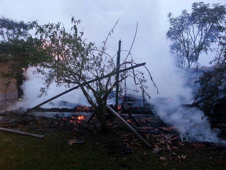 Incendio-casa_Pouso-Redondo_23.5.14_04