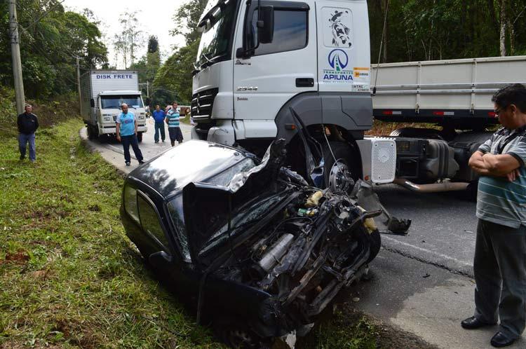 acidente_Vila-Itoupava_16-6-14_01