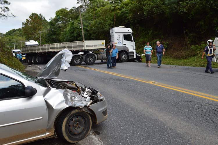 acidente_Vila-Itoupava_16-6-14_02