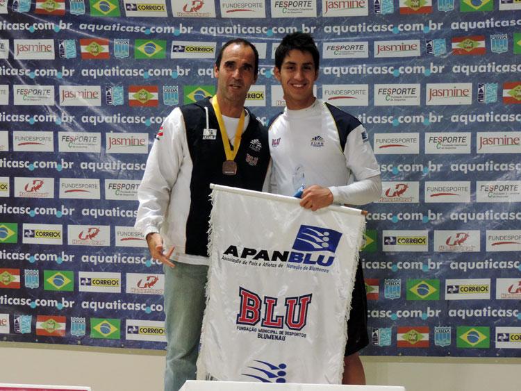 Javier Ignacio Gonzalez, classe Junior 2, 1º na prova 200 metros, nado borboleta.