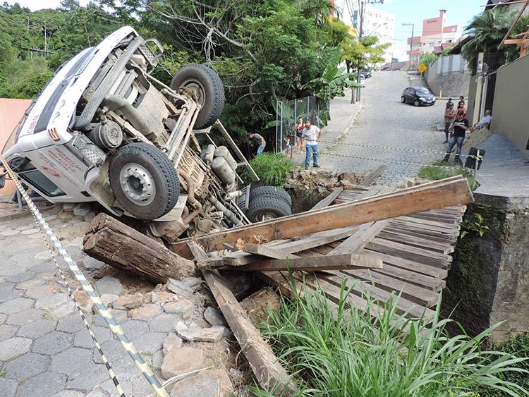 Caminhao contreto Ponte Ponte R Tobias Barreto (1)