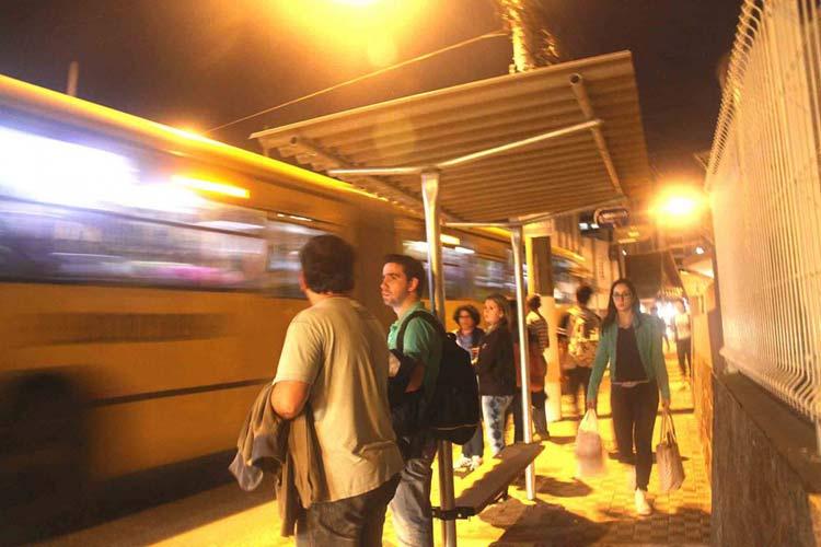 Ponto-onibus_R-Sao-Paulo_02