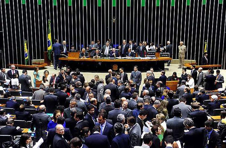 Sessão para análise e discussão da Reforma Política Deputados aprovaram mandato de cinco anos nas eleições municipais a partir de 2020 e nas eleições gerais a partir de 2022   Foto: Gustavo Lima/Câmara dos Deputados