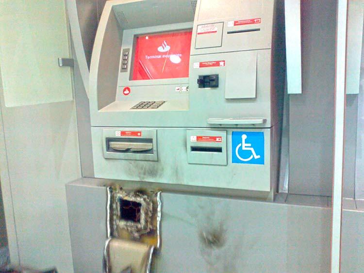 caixa-eletronico_Santander_29-7-15_01