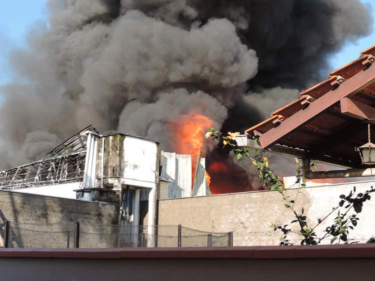 Incendio-Blukit_3-8-15_41