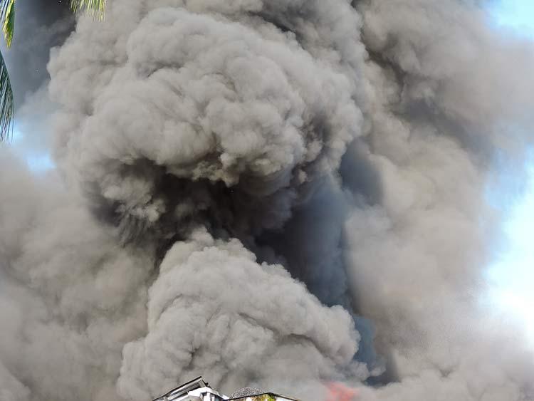 Incendio-Blukit_3-8-15_43