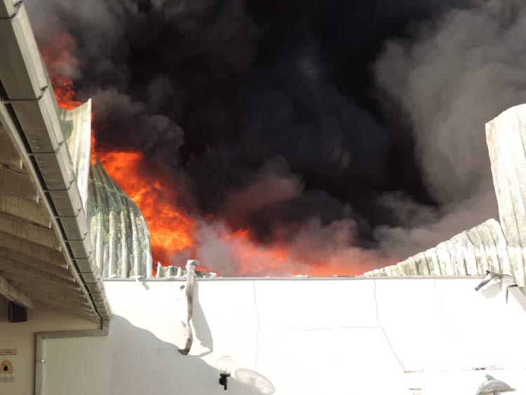 Incendio-Blukit_3-8-15_45