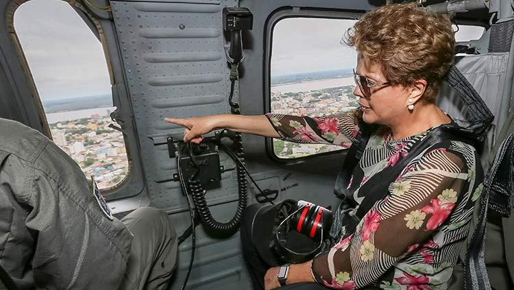 Presidente Dilma Roussef sobrevoando Uruguaiana/RS   Foto: Roberto Stuckert Filho/PR - Fotos Públicas