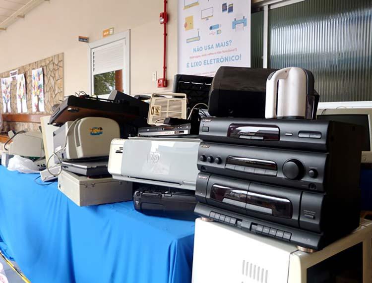 Lixo-eletronico_Escola-Barao_3-12-15_02