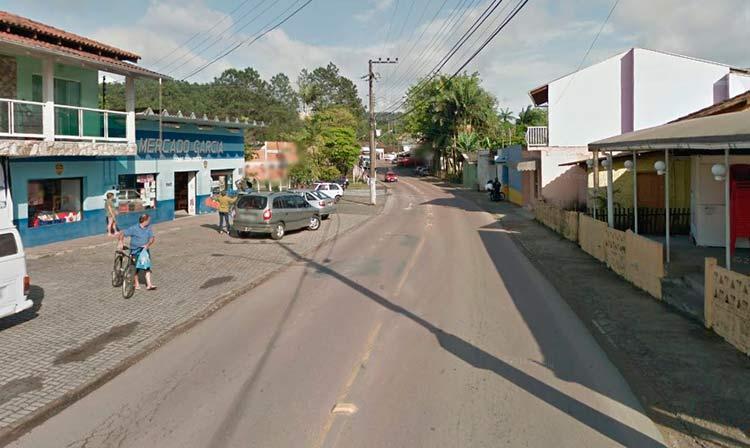 Próximo ao local onde aconteceu o assalto   Imagem: Google Maps (Street View)   Outubro 2011