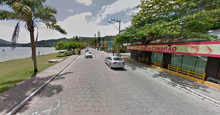 Avenida das Rendeiras, Lagoa da Conceição, Florianópolis   Imagem: Google Maps (Street View) Nov 2013