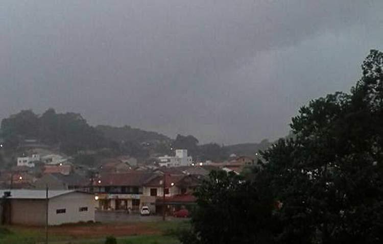 Chuva na Itoupava-Central | Foto enviada por Sandra de Oliveira