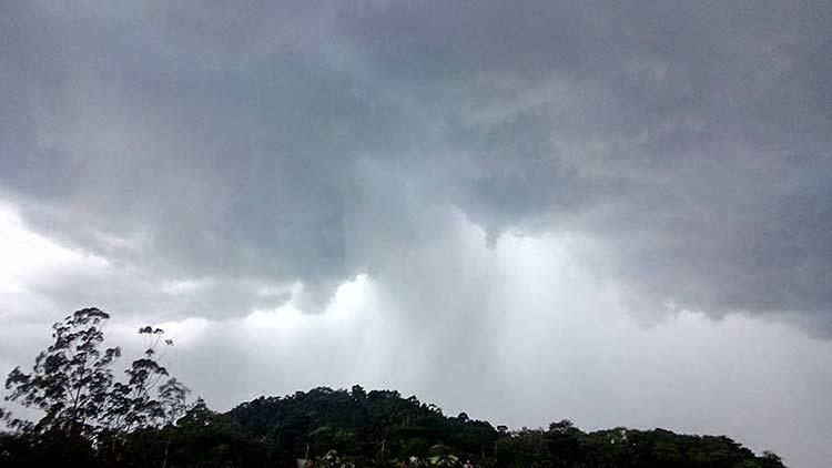 Foto de Juliana Ribeiro mostra o céu no bairro do Salto às 15h38min