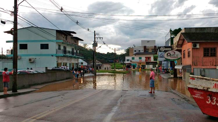 Rua Júlio Michel, bairro Fortaleza   Foto: Douglas Henrique