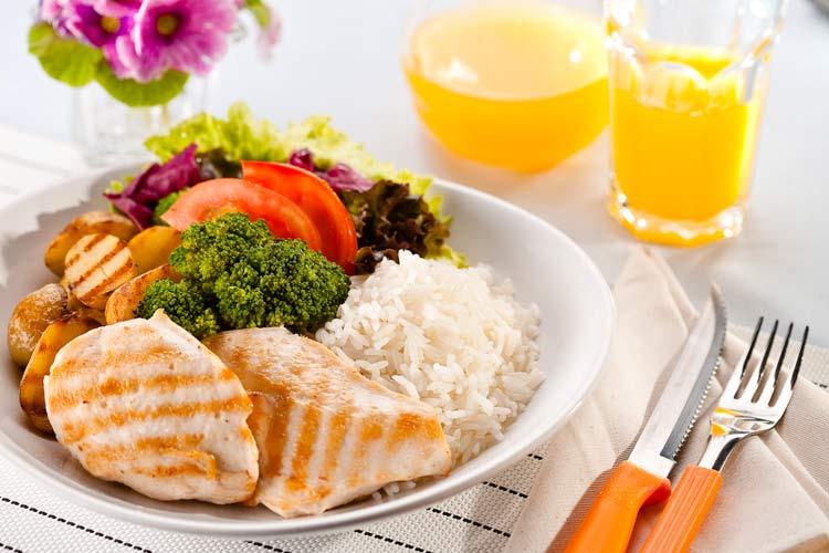 prato-comida-suco