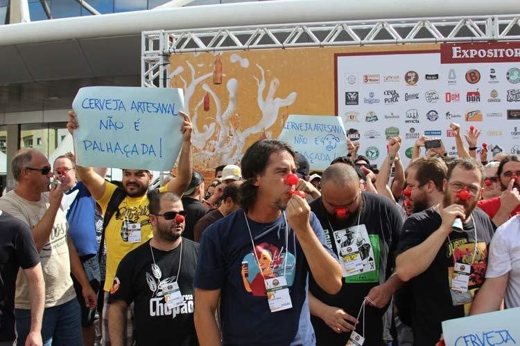Protesto_cerveja-artesanal_12-3-16_02