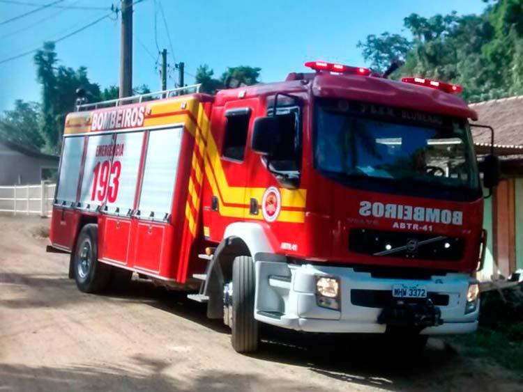 Maquina-Bombeiros_R-Felipe-Hausmann_19-4-16_03