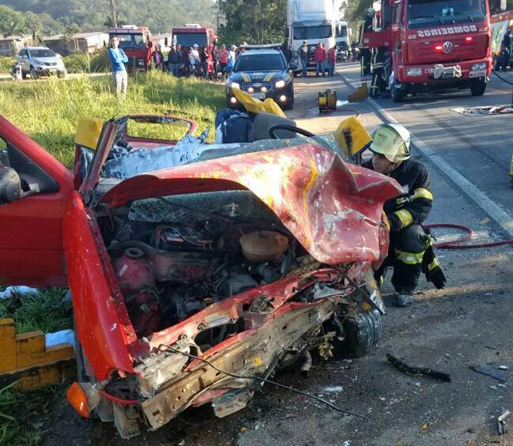 acidente-br-470_29-10-16_03