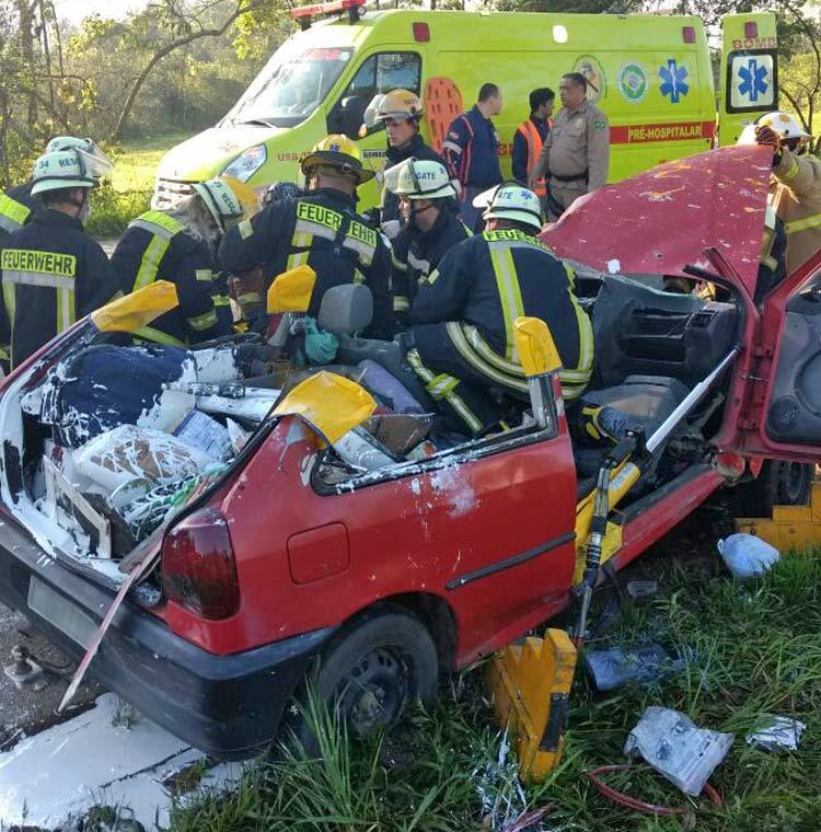 acidente-br-470_29-10-16_04
