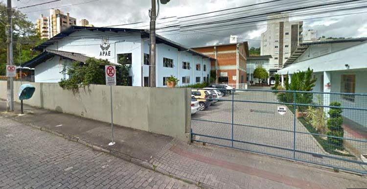 Instalações da APAE em Blumenau, no bairro Vila Nova | Imagem: Google Maps (Street View) Dez 2015