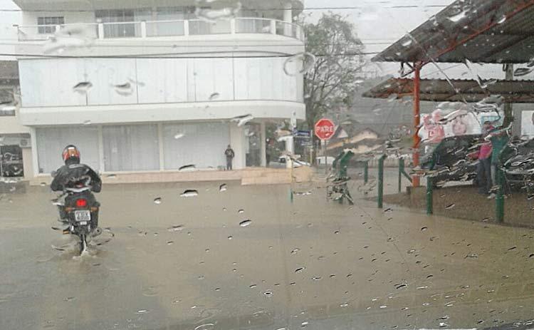 chuva-lontras_19-10-16_03