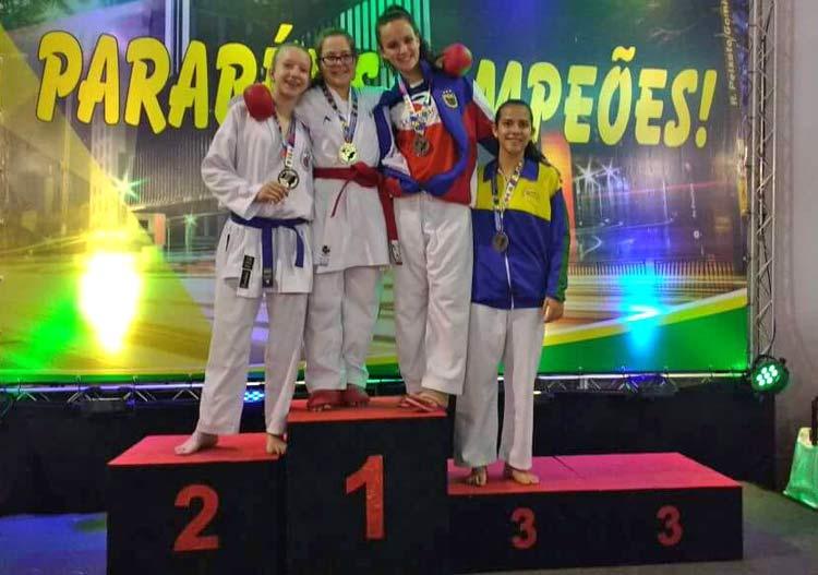 Sabrina (faixa vermelha) e Luiza (azul), ouro e prata no Kumitê Sub-14 +45kg