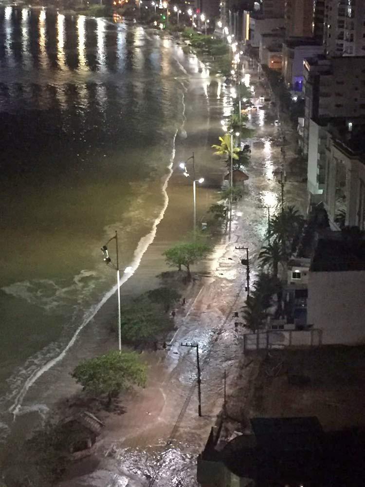 Orla da Avenida Atlântica em Balneário Camboriú
