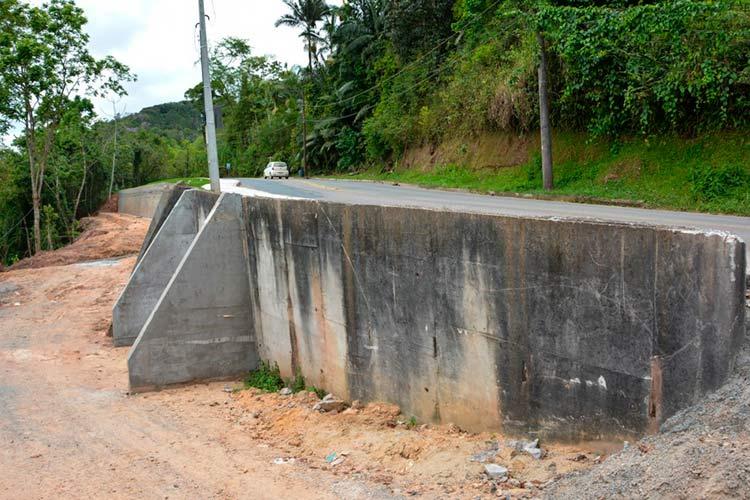 Rua Silvano Cândido da Silva Sênior, bairro Ponta Aguda