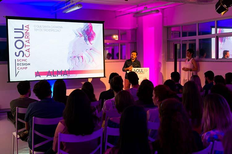 Giuliano Donini, da Marisol, falou durante a abertura do Design Camp  | Foto: Daniel Zimmermann
