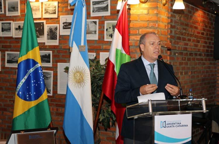 embaixador-argentina_carlos-a-magarinos_8-11-16_02
